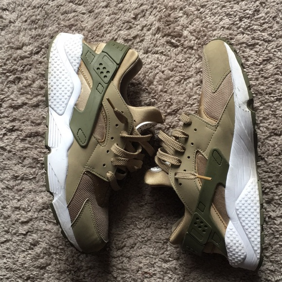 dcbc71225d73 ... czech nike air huaraches gold and olive green size 11 c71ce 36537